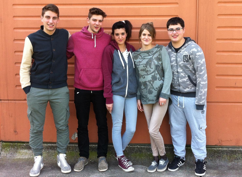 Valeria, Giada, Davide, Nikola, Giacomo.